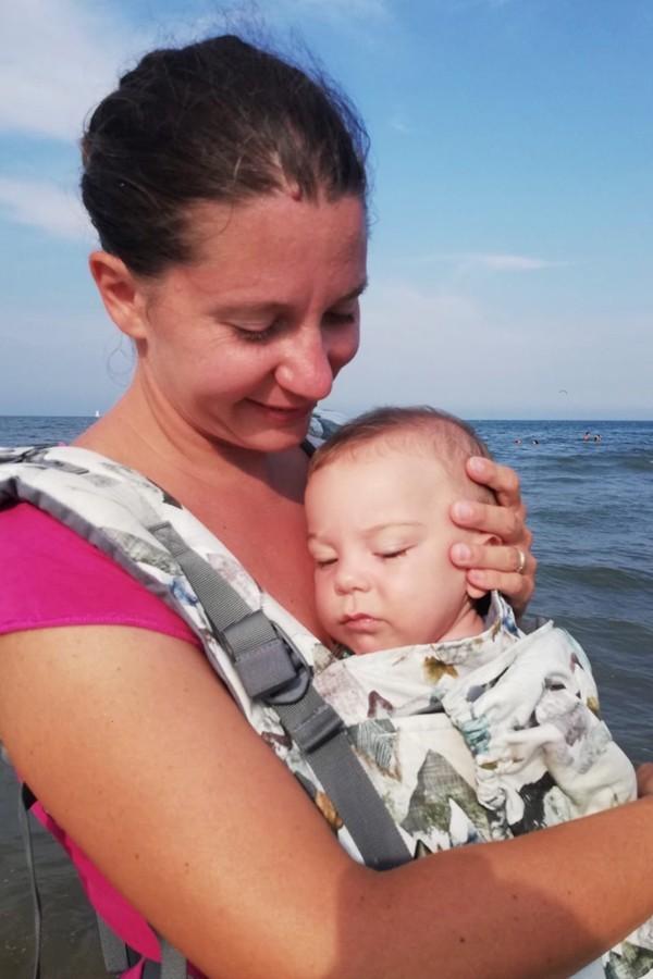 Intervista a Lisa che grazie al secondo figlio ha scoperto il babywearing
